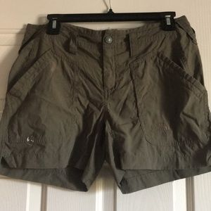 North face shorts in size 6💕